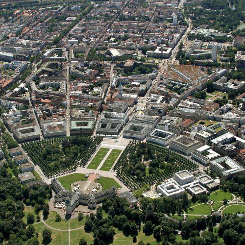 Luftbild des Karlsruher Fächers Richtung Süden